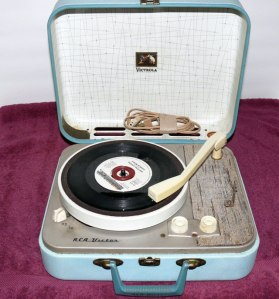 RCA-Portable-Record-Player1